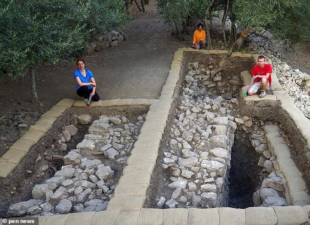 Arqueólogos em Quiriate-Jearim