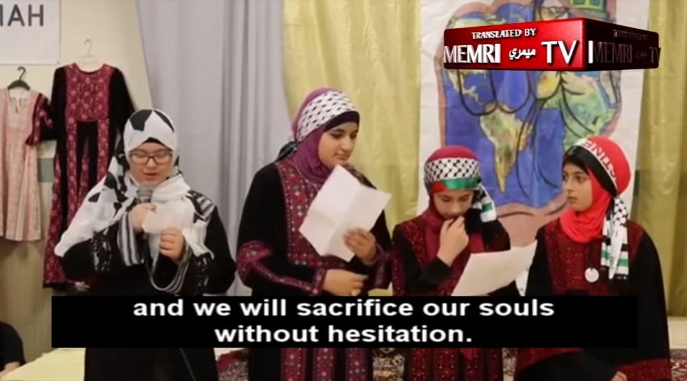 Crianças cantam palavras de ódio a judeus