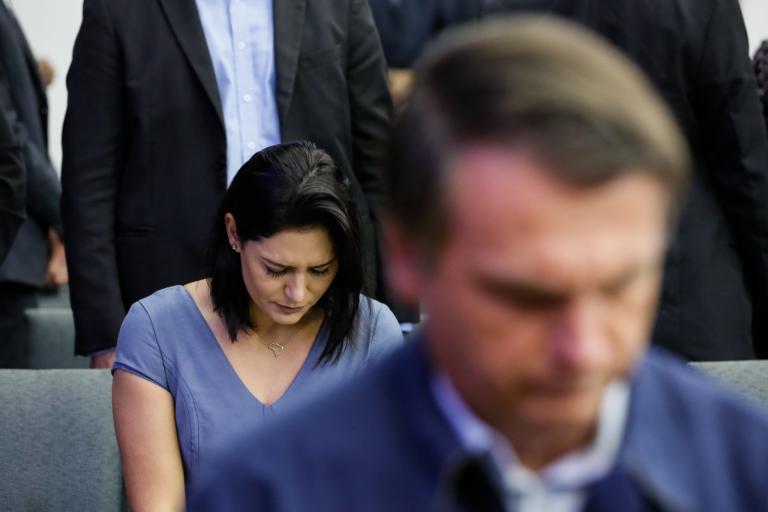 """""""Michelle está arrasada"""" com exposição de sua família"""