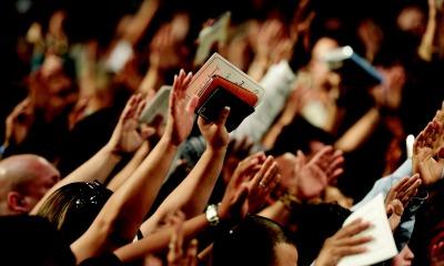 Adoração na Igreja