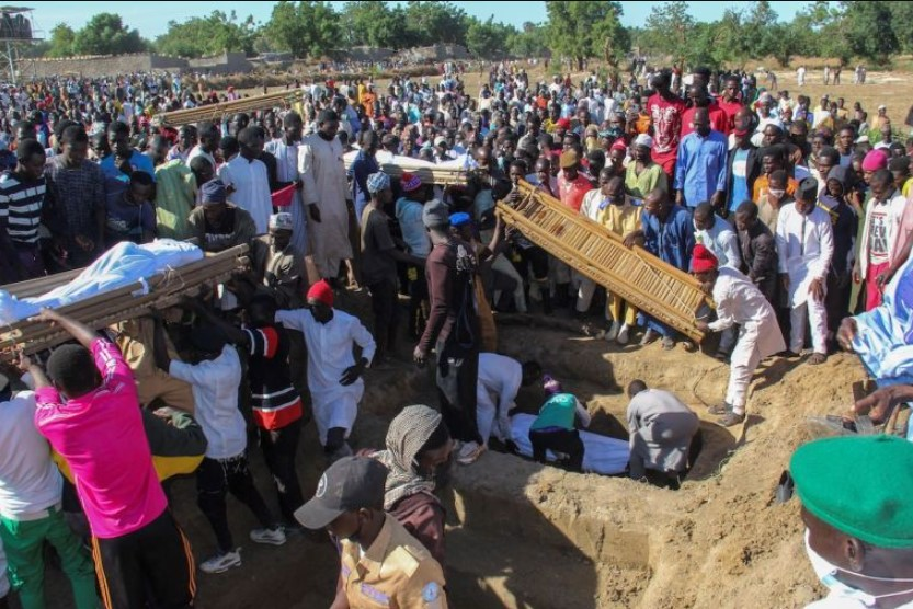Agricultores sendo sepultados