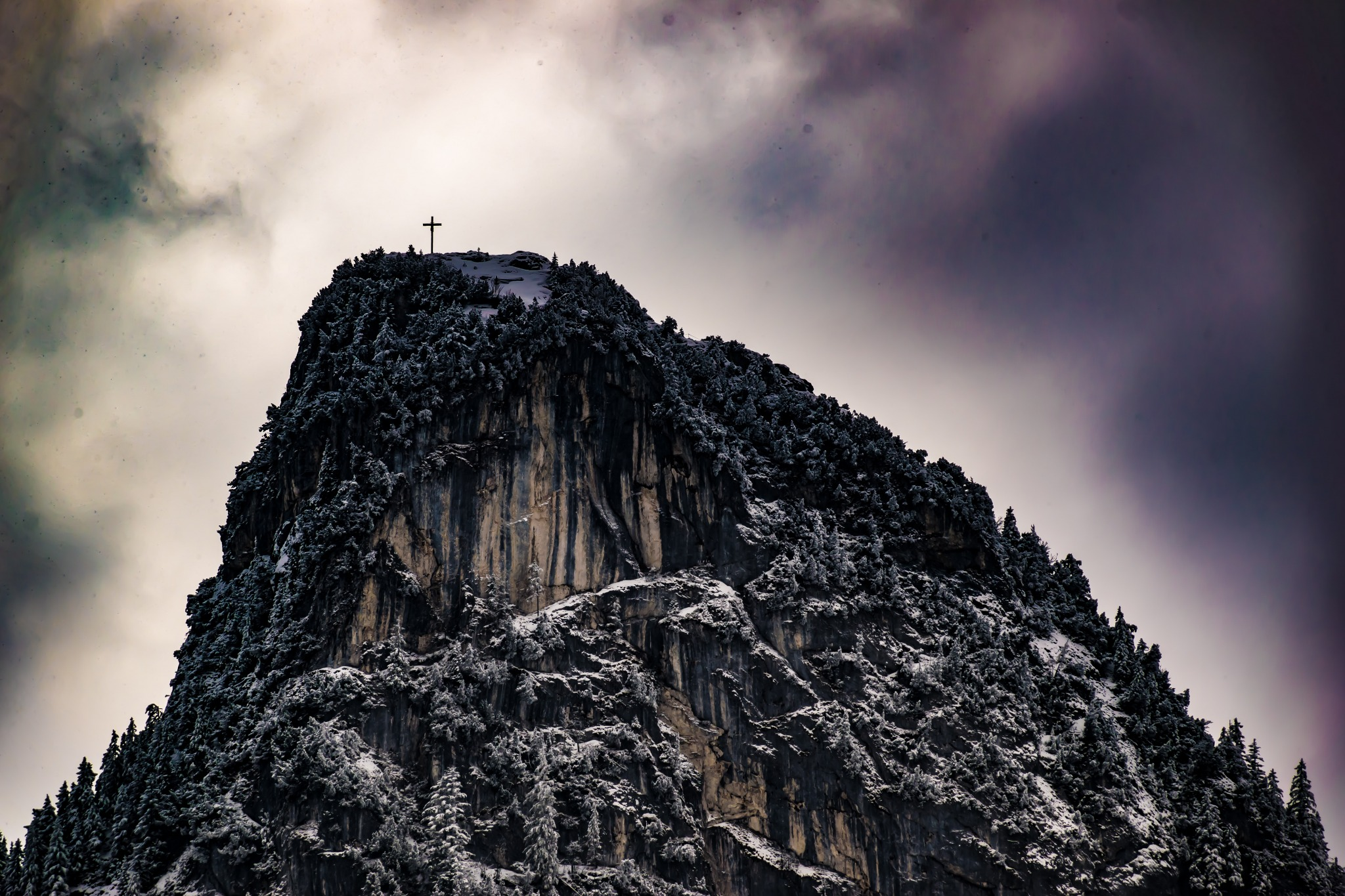 Cruz no alto do monte