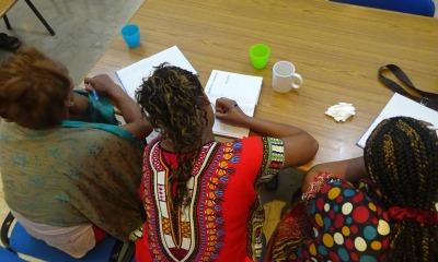 Cristãs se reúnem para orar e estudar a Bíblia na Eriteia.
