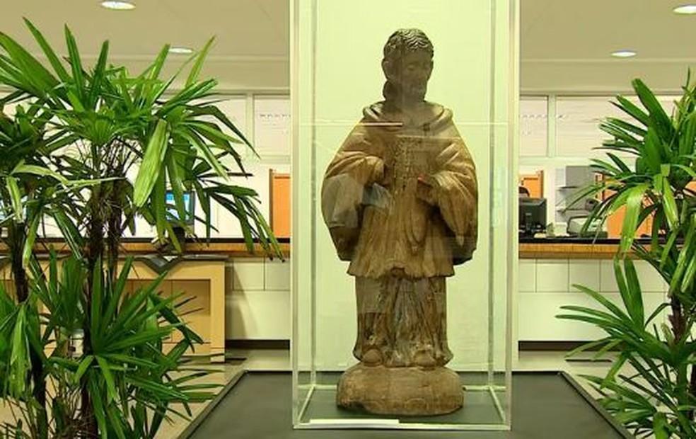 Estátua de maneira de São Nicolau