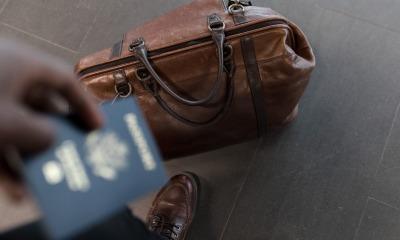 Passaporte e bolsa para viagem