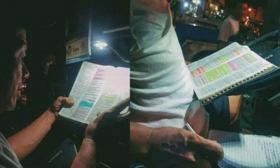 Motorista lendo a Bíblia