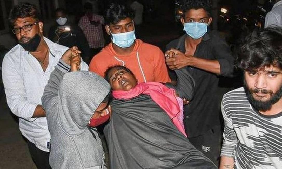 Mulher inconsciente na Índia