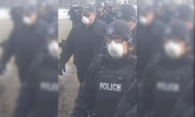 Policiais em igreja do Canada