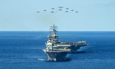 Porta-aviões dos Estados Unidos em exercício com o Japão