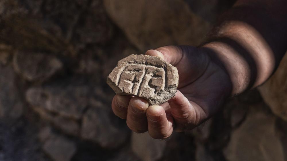 Selo de argila persa (Shai Halevy / Autoridade de Antiguidades de Israel)