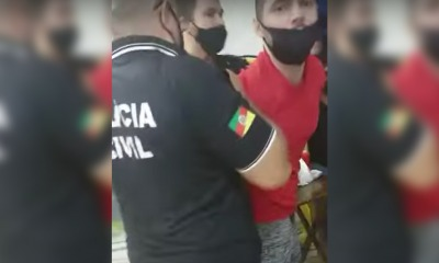Sorveteiro sendo levado preso